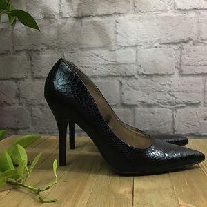 🌻 SALE! 3/$20 Black faux snake size 9 sexy heels